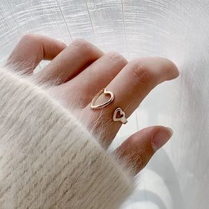 Jewelry - NEW DELICATE DOUBLE HEART ADJUSTABLE RING
